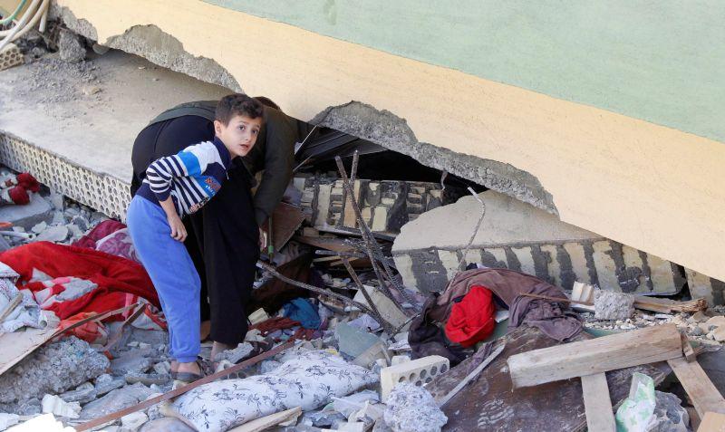 https: img-z.okeinfo.net content 2017 11 14 18 1814047 gempa-irak-iran-tewaskan-450-orang-sekjen-pbb-siap-beri-bantuan-ntddUH21ml.jpg