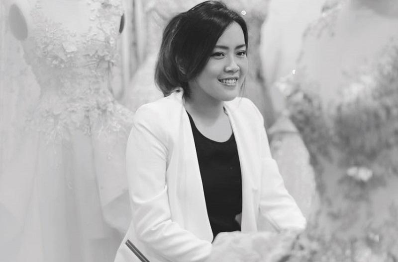 https: img-z.okeinfo.net content 2017 11 15 194 1814435 melta-tan-perancang-gaun-bernuansa-silver-achintya-nilsen-yang-meraih-best-world-fashion-designer-di-miss-world-2017-euEfHeBvW2.jpg