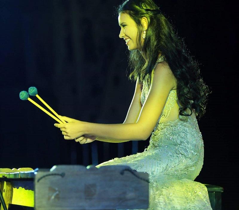 https: img-z.okeinfo.net content 2017 11 15 194 1814538 yuk-lihat-aksi-achintya-nilsen-bermain-marimba-di-panggung-talent-show-miss-world-2017-4klTmKr6ig.jpg