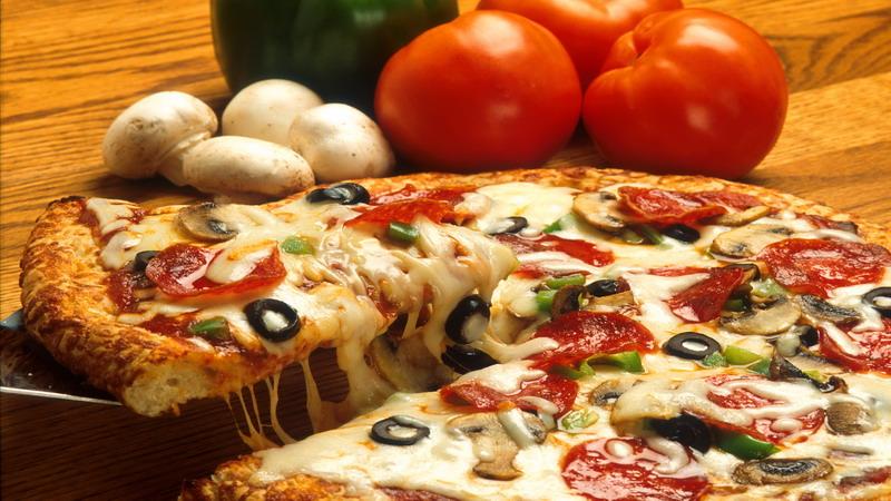 https: img-z.okeinfo.net content 2017 11 15 298 1814624 sudah-tahu-belum-terungkap-ini-5-fakta-menarik-seputar-pizza-Lmus3epHSL.jpg