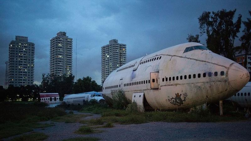 https: img-z.okeinfo.net content 2017 11 15 406 1814278 memprihatinkan-keluarga-tunawisma-ini-jadikan-bangkai-pesawat-sebagai-rumah-qa6ZfRPdZA.jpg