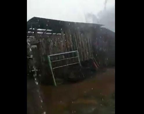 https: img-z.okeinfo.net content 2017 11 16 340 1815194 viral-dahsyatnya-puting-beliung-yang-melanda-lampung-timur-atap-rumah-beterbangan-d2l98gC1MN.JPG