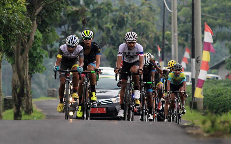 https: img-z.okeinfo.net content 2017 11 18 43 1816288 awali-tour-de-singkarak-2017-103-pembalap-dari-19-tim-ramaikan-kompetisi-0G2Rw96wIY.jpg