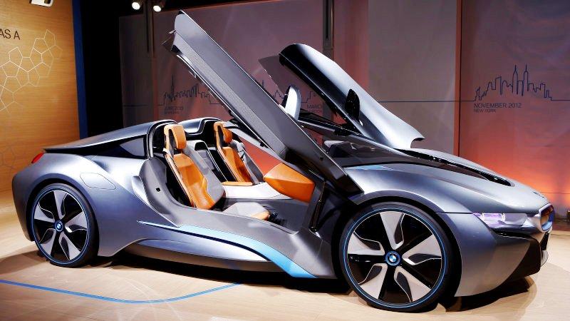 https: img-z.okeinfo.net content 2017 11 27 15 1821527 audi-8-dan-bmw-i8-roadster-unjuk-gigi-di-ajang-los-angeles-auto-show-cN9pdeCIoL.jpeg