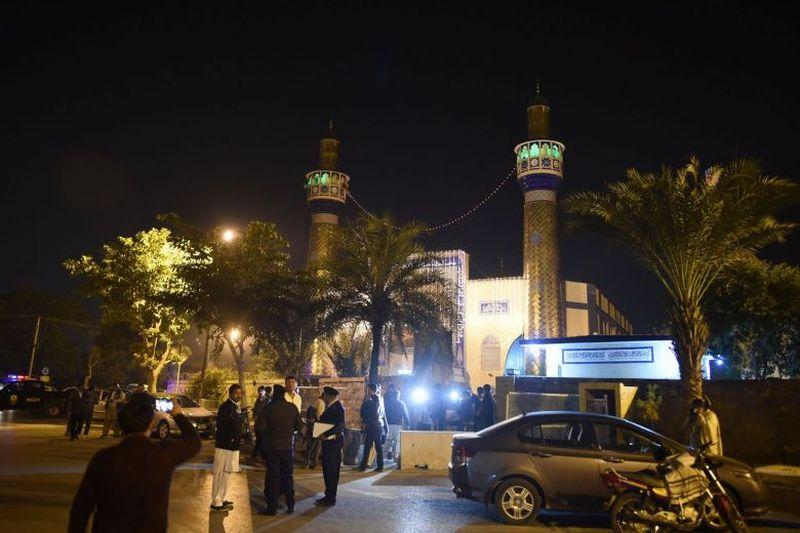 https: img-z.okeinfo.net content 2017 11 30 18 1822913 sekelompok-pria-bersenjata-tembaki-jamaah-di-sebuah-masjid-di-pakistan-dan-tewaskan-seorang-perwira-intelijen-8K1zEV0SAt.jpg
