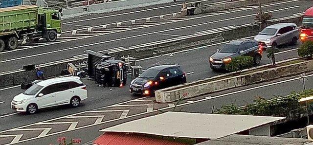https: img-z.okeinfo.net content 2017 12 03 338 1824297 minggu-pagi-3-motor-dan-4-mobil-kecelakaan-parah-di-sejumlah-tempat-berbeda-41UouAPY9M.jpg