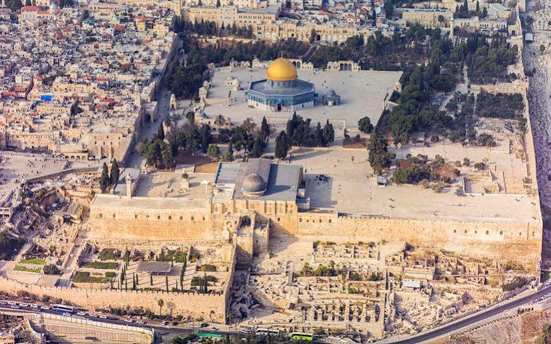 https: img-z.okeinfo.net content 2017 12 07 18 1826734 tiga-hal-yang-perlu-diketahui-tentang-kota-suci-yerusalem-93FdxBAhyb.jpg