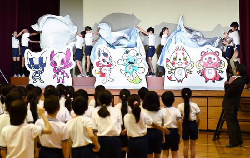 https: img-z.okeinfo.net content 2017 12 07 43 1826874 olimpiade-tokyo-2020-rilis-3-desain-maskot-yang-siap-dipilih-para-siswa-sekolah-dasar-di-jepang-EMco64EymB.jpg