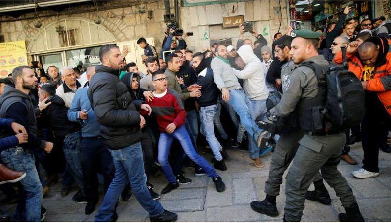 https: img-z.okeinfo.net content 2017 12 10 18 1827974 jelang-kunjungan-pm-israel-ke-prancis-aktivis-pro-palestina-gelar-unjuk-rasa-DBVoqieFfQ.jpg