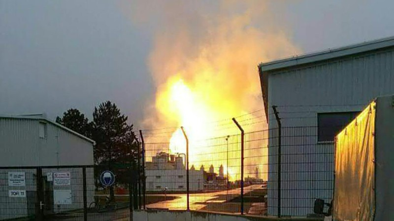 https: img-z.okeinfo.net content 2017 12 12 18 1829223 ledakan-dahsyat-di-fasilitas-pengolahan-gas-austria-lelehkan-mobil-dan-tewaskan-satu-orang-bezwbv3QZ7.jpg