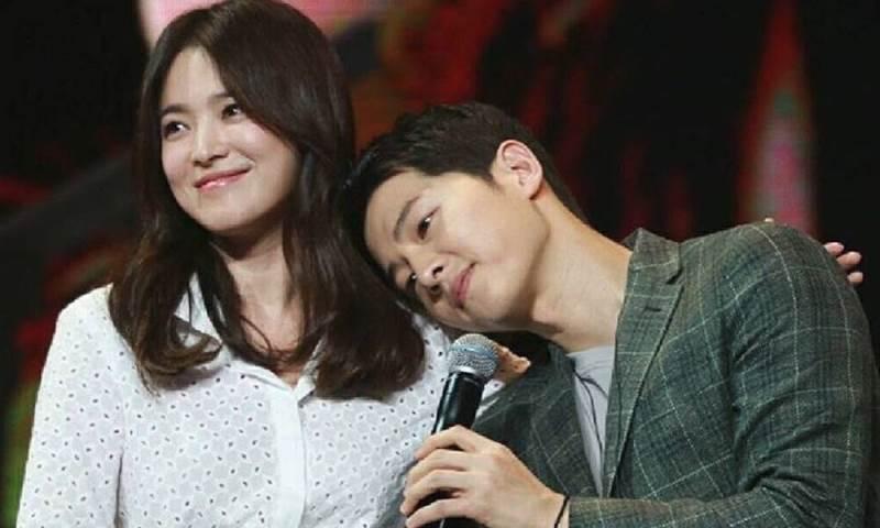 https: img-z.okeinfo.net content 2017 12 12 33 1828888 song-joong-ki-dan-song-hye-kyo-nikmati-kencan-di-konser-iu-bn4MZeJTtN.jpg