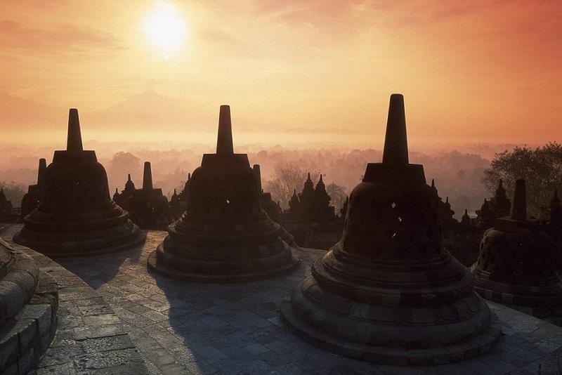 https: img-z.okeinfo.net content 2017 12 12 406 1829109 peserta-tour-of-indonesia-2018-bakal-nikmati-panorama-3-provinsi-wIUwYbDKH7.jpg