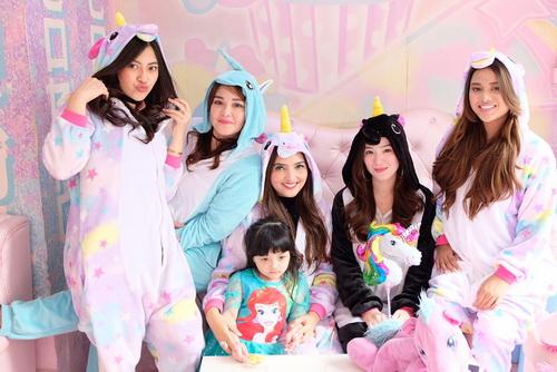 https: img-z.okeinfo.net content 2017 12 15 33 1830684 lucunya-pesta-ultah-arsy-anang-dan-ashanty-pakai-kostum-unicorn-hingga-tamu-mirip-artis-k-pop-VFDuVnhMa7.jpg