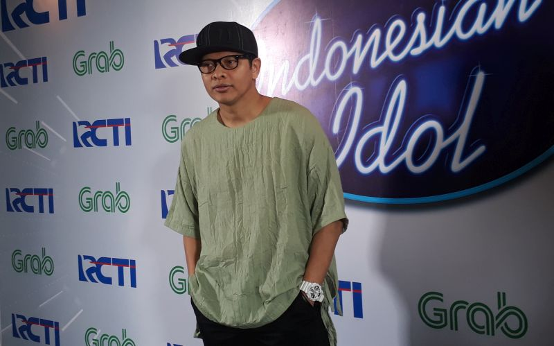 https: img-z.okeinfo.net content 2017 12 16 598 1831398 peserta-indonesian-idol-2017-kaget-armand-maulana-jadi-driver-grab-car-ZI7hhKqCLM.jpg