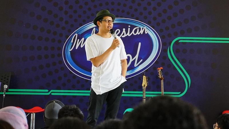https: img-z.okeinfo.net content 2017 12 18 598 1832177 diam-diam-armand-maulana-jadi-supir-grab-demi-indonesian-idol-2017-It78kbzKR7.jpg