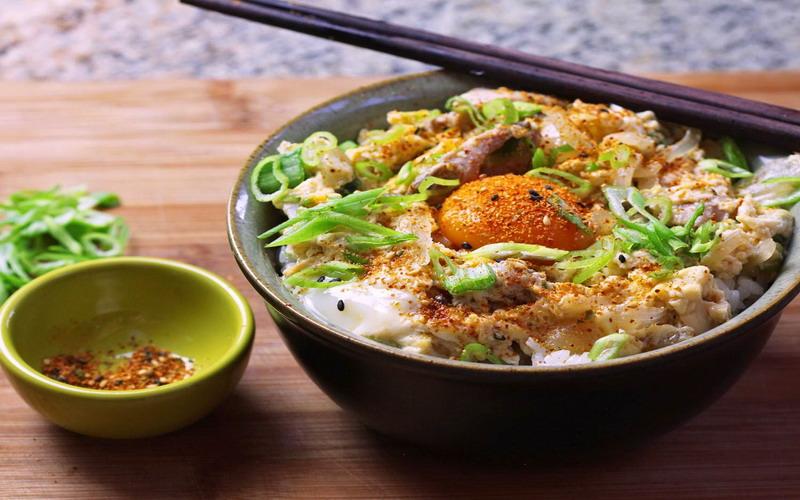 https: img-z.okeinfo.net content 2017 12 19 298 1832900 tumbuhkan-nafsu-makan-si-kecil-dengan-sajian-rice-bowl-dijamin-suka-RGGg8JHdAg.jpg