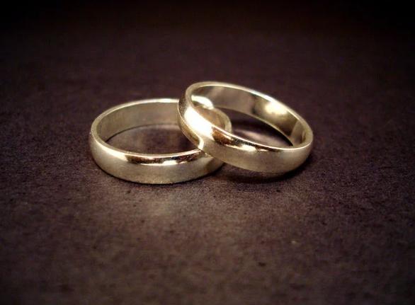 https: img-z.okeinfo.net content 2017 12 20 18 1833450 hindari-pajak-warisan-dua-pria-ini-putuskan-menikah-secara-gay-Y8rozzJQWG.png