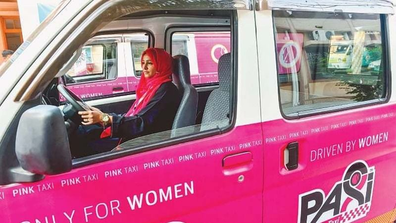 https: img-z.okeinfo.net content 2017 12 26 18 1835888 taksi-khusus-perempuan-di-karachi-mulai-beroperasi-X8xnJPX8tw.jpg