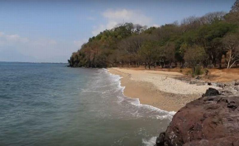 https: img-z.okeinfo.net content 2017 12 27 406 1836110 pantai-pasir-putih-tampora-wisata-alternatif-keluarga-uTfk4kPkuX.JPG