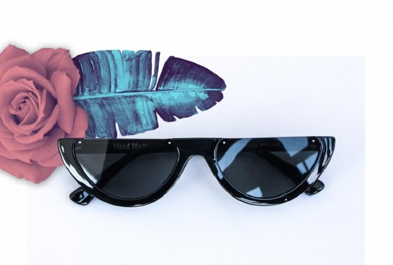 https: img-z.okeinfo.net content 2018 01 03 194 1839444 sederet-kacamata-yang-diprediksi-akan-tren-di-2018-iUIIdgAh6F.jpg