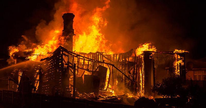 https: img-z.okeinfo.net content 2018 01 05 340 1840411 kebakaran-hebat-di-balikpapan-renggut-nyawa-ibu-dan-2-anaknya-hingga-bikin-panik-pasien-rumah-sakit-U3L7WTNUc4.jpg