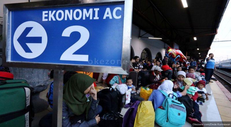 https: img-z.okeinfo.net content 2018 01 09 320 1842150 4-87-juta-penumpang-diberangkatkan-kai-selama-liburan-paling-banyak-pada-1-januari-XALyKaFULk.jpg