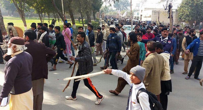 https: img-z.okeinfo.net content 2018 01 11 18 1843465 dua-warga-sipil-di-pakistan-tewas-dalam-aksi-unjuk-rasa-kasus-pemerkosaan-dan-pembunuhan-olUfKVo1Gs.jpg