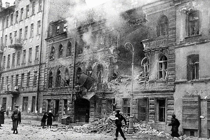 https: img-z.okeinfo.net content 2018 01 11 18 1843686 lebih-dari-setahun-dikepung-tentara-uni-soviet-terobos-kepungan-pasukan-nazi-di-leningrad-n22dMSAeI1.jpg