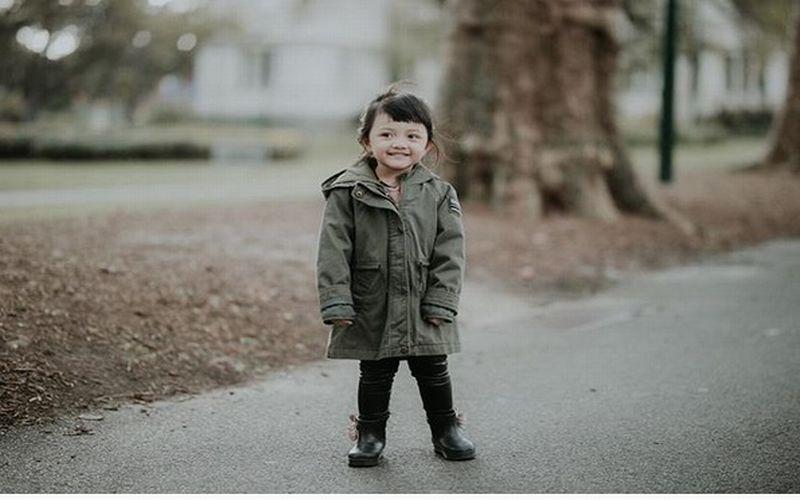 https: img-z.okeinfo.net content 2018 01 11 194 1843658 tidak-hanya-putri-charlotte-ini-5-anak-selebriti-indonesia-yang-tampil-stylish-dengan-coat-0xyjIkczHC.jpg