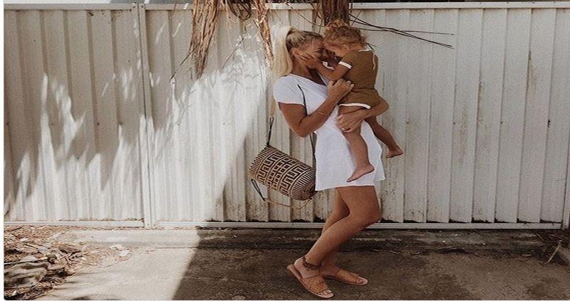 https: img-z.okeinfo.net content 2018 01 11 196 1843366 unggah-foto-anak-di-pantai-ibu-muda-ini-malah-dibully-apa-pasal-OEKcx5vlLk.jpg