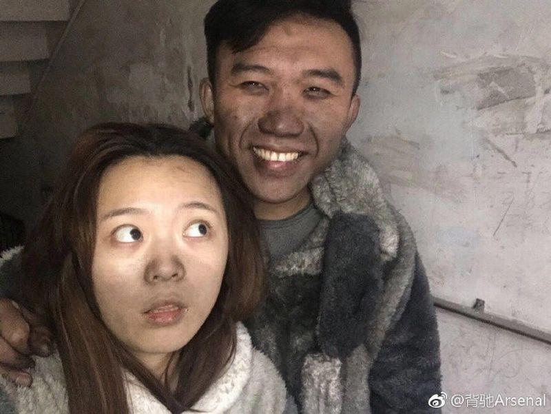 https: img-z.okeinfo.net content 2018 01 12 18 1843979 rumah-nyaris-terbakar-habis-pasangan-suami-istri-tak-menangis-dan-justru-selfie-JYCBHM6Ywv.jpg