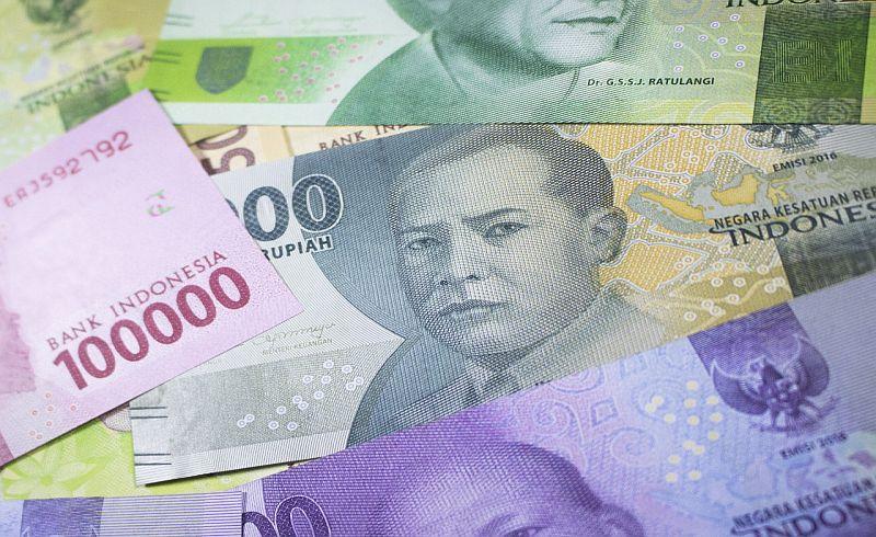 https: img-z.okeinfo.net content 2018 01 12 278 1844224 rupiah-menguat-ke-rp13-353-usd-kembali-libas-dolar-as-YlIvoItoLX.jpg