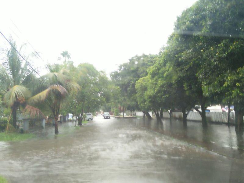 https: img-z.okeinfo.net content 2018 01 12 340 1843936 diguyur-hujan-sejumlah-jalan-di-pontianak-banjir-tikwQMMRfg.jpg