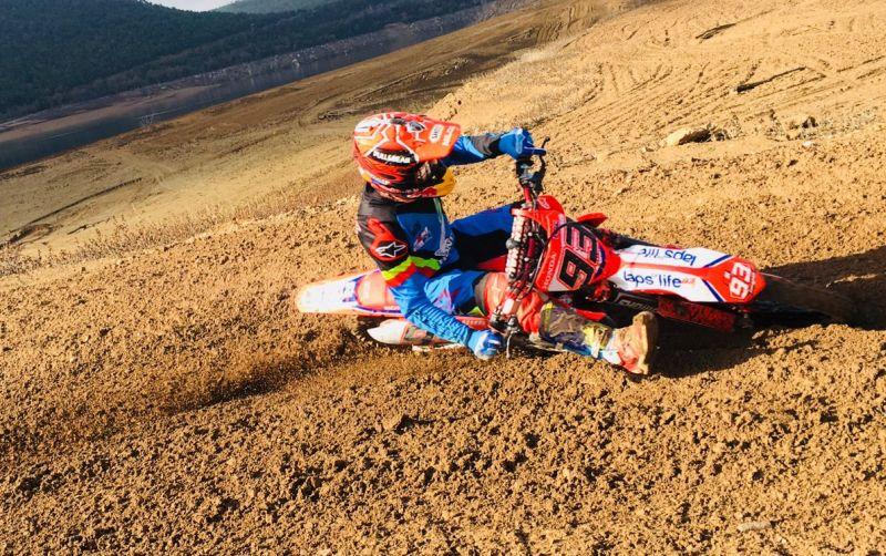 https: img-z.okeinfo.net content 2018 01 12 38 1844192 marquez-kembali-pacu-motocross-miliknya-bersama-sang-adik-HgTrsRsQPa.jpg