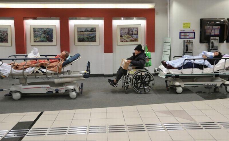https: img-z.okeinfo.net content 2018 01 13 18 1844454 10-orang-tewas-dalam-kurun-waktu-9-hari-di-hongkong-akibat-flu-musim-dingin-IfGgWw3gip.jpg