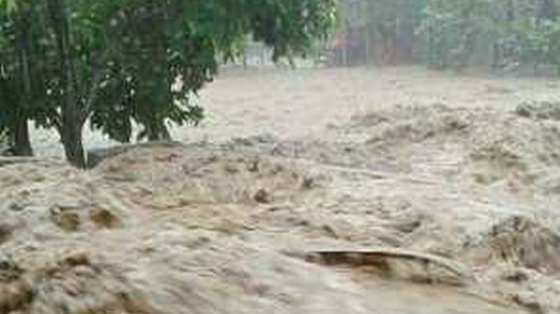 https: img-z.okeinfo.net content 2018 01 13 340 1844608 jembatan-penghubung-bengkayang-singkawang-roboh-akibat-banjir-ncuZCIQZkx.jpg