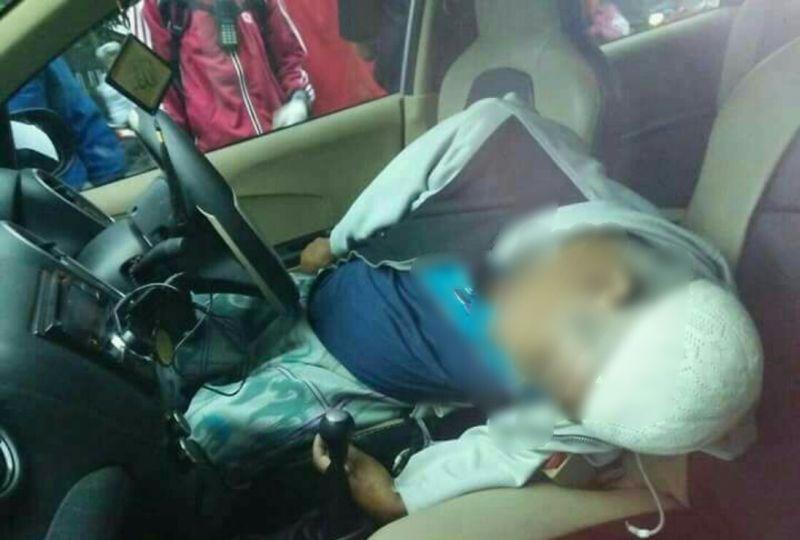 https: img-z.okeinfo.net content 2018 01 13 519 1844509 dikira-tidur-seorang-sopir-ditemukan-tewas-terkunci-di-dalam-mobil-lgnZIG4YyK.jpg