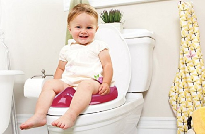 https: img-z.okeinfo.net content 2018 01 14 196 1844772 jadi-pelajaran-balita-3-tahun-terjepit-di-kursi-toilet-khusus-anak-NMm5xTKCJV.jpg