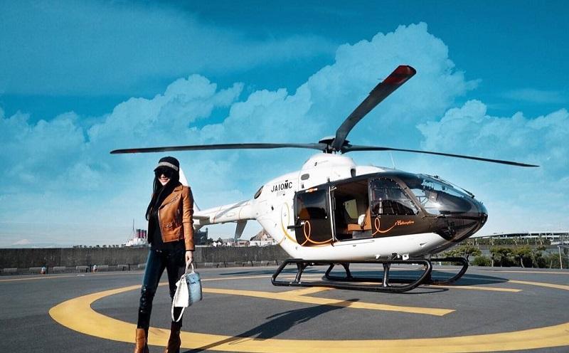 https: img-z.okeinfo.net content 2018 01 14 406 1844732 liburan-di-jepang-syahrini-naik-helikopter-hermes-ziPtYeCAj2.jpg