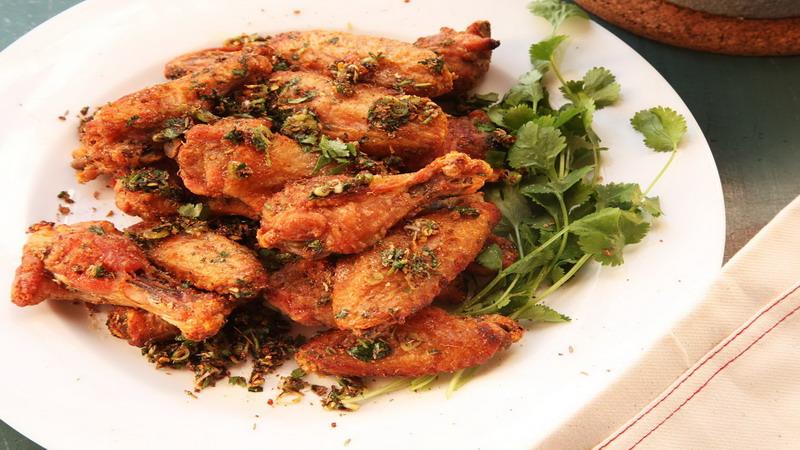 https: img-z.okeinfo.net content 2018 01 17 298 1846429 5-tips-praktis-mengolah-chicken-wings-yang-lezat-menggugah-selera-gVjlVQ2PPG.jpg