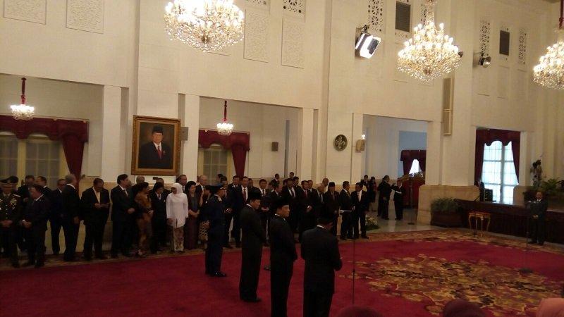 https: img-z.okeinfo.net content 2018 01 17 320 1846124 reshuffle-kabinet-presiden-jokowi-tak-utak-atik-tim-ekonomi-4ixlKGzirC.jpg