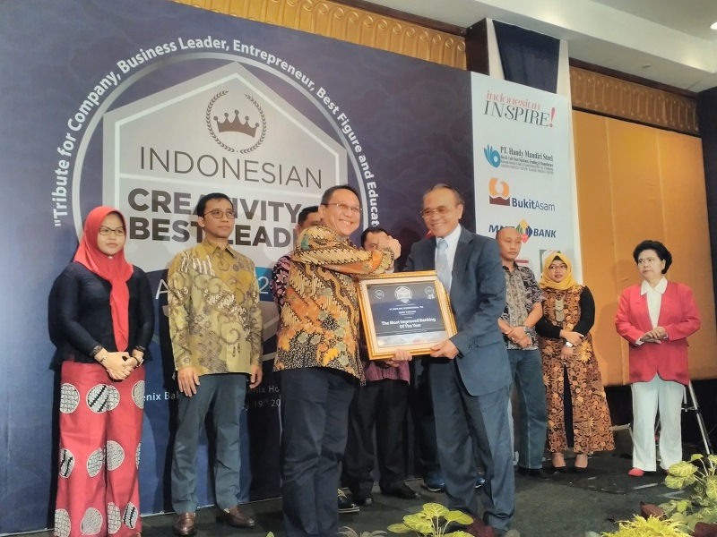 https: img-z.okeinfo.net content 2018 01 20 278 1847816 mnc-bank-raih-penghargaan-the-most-improved-banking-of-the-year-FPsm3TWwbb.jpg