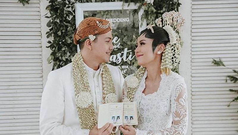https: img-z.okeinfo.net content 2018 01 21 33 1848151 pernikahan-ardina-rasti-dapat-ucapan-selamat-dari-presiden-jokowi-DwNqrn08u7.jpg