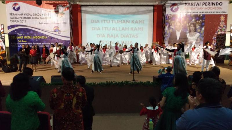 https: img-z.okeinfo.net content 2018 01 21 340 1848065 perayaan-natal-bersama-perindo-balikpapan-rekatkan-persatuan-indonesia-7p4f8ZRf6u.jpg