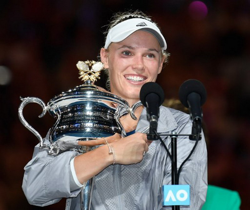 https: img-z.okeinfo.net content 2018 01 27 40 1851141 wozniacki-angkat-trofi-pertamanya-di-australia-open-2018-O3UblPFGAB.jpg