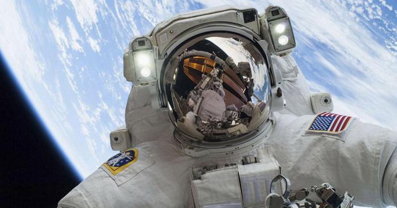 https: img-z.okeinfo.net content 2018 02 01 56 1853021 apakah-astronot-melihat-fenomena-gerhana-bulan-11M0N4aBsO.jpg