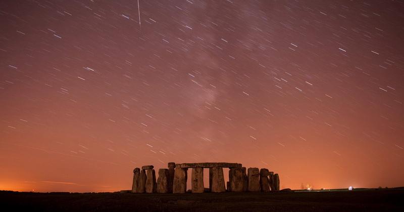 https: img-z.okeinfo.net content 2018 02 02 56 1853959 fenomena-hujan-meteor-hingga-bulan-hitam-di-langit-malam-0gWzFA83vN.jpg