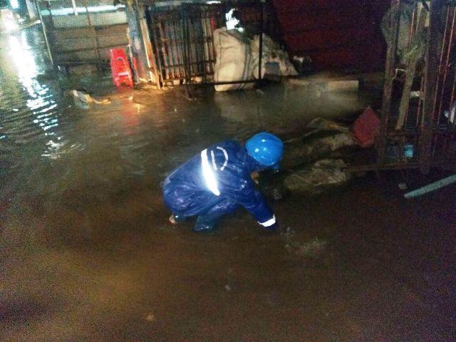 https: img-z.okeinfo.net content 2018 02 03 338 1854146 jalan-jalan-di-jaksel-tergenang-usai-diguyur-hujan-pada-pagi-ini-rMyf9ow4S1.jpg