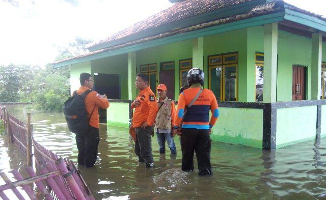 https: img-z.okeinfo.net content 2018 02 08 338 1856541 sudah-4-hari-banjir-rendam-sejumlah-kecamatan-di-kabupaten-bekasi-iJXHewd04Y.jpg