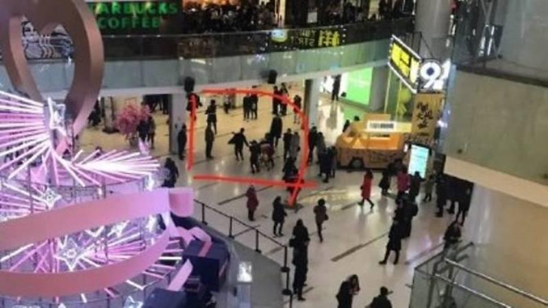 https: img-z.okeinfo.net content 2018 02 11 18 1857984 serangan-pisau-di-pusat-perbelanjaan-china-1-orang-tewas-mHkCcLLtHi.jpg